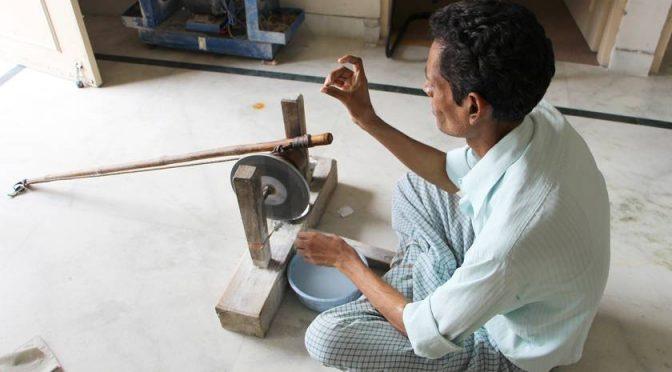 Auf der Suche nach dem Karfunkelstein. Granatabbau und Verarbeitung im heutigen Rajasthan, Indien.
